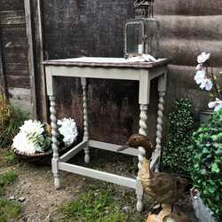 Charming Country Chic Farmhouse Grey Hand Painted Oak Side/Bedside Table Turned Legs