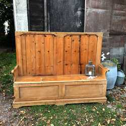 Charming Country Farmhouse Rustic Patina Vintage Pine Settle Seats 3-4 people Storage