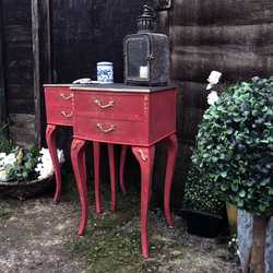 Chinoiserie Red Hand Painted French Rococo Style Pair Of Bedside Tables Touch of Gold