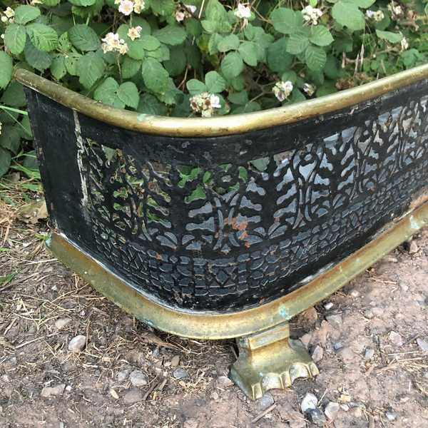 Elegant Antique Vintage Edwardian Ornate Curved Brass Fender on Elegant Feet