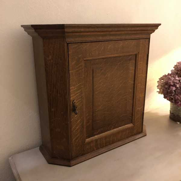 Beautiful Little Country Farmhouse Scandinavian Style Vintage Oak Cabinet / Cupboard